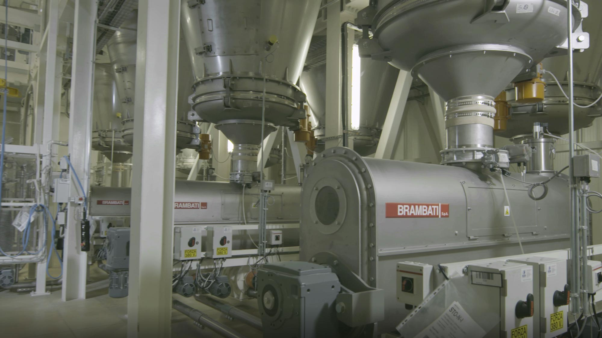 Flour product handling plants for pasta factories